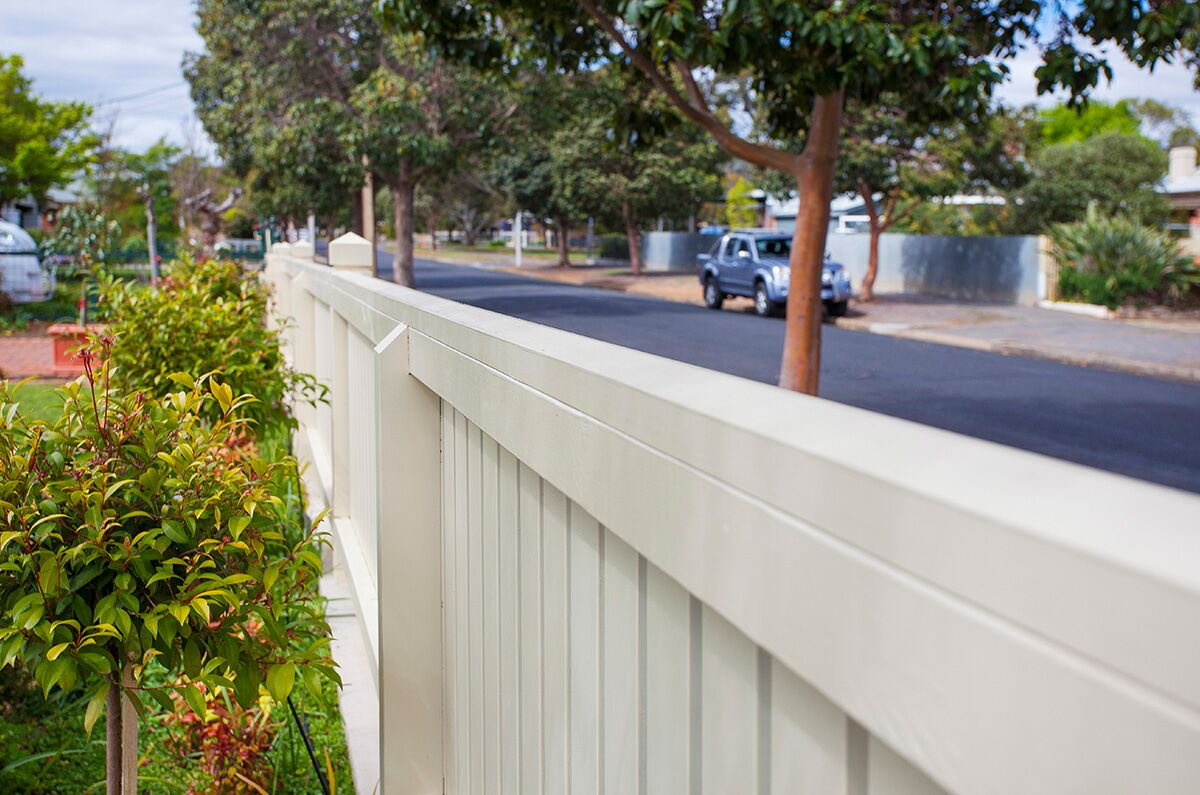Col Light Gdns Pic3Capped Picket Fence FG