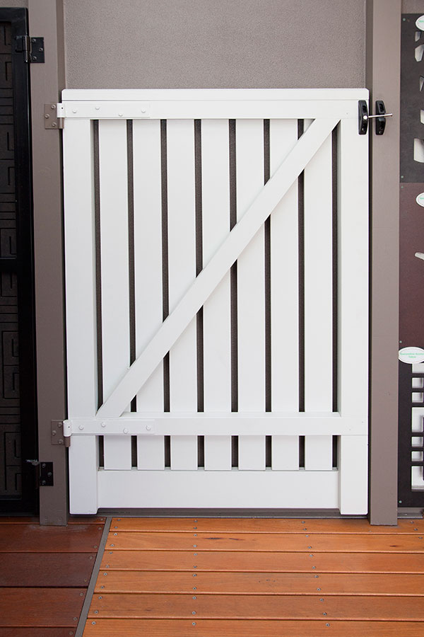 Capped Design Pine Gate Back small